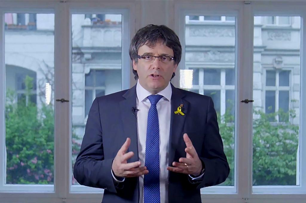 El ex presidente catalán Carles Puigdemont, en un vídeo difundido...