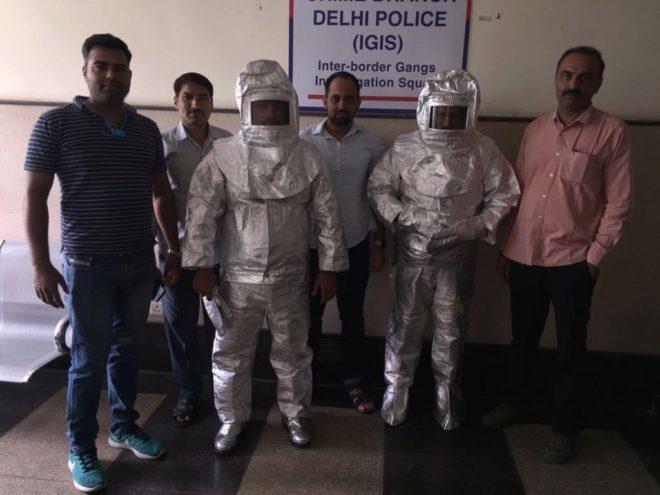 Un paseo humillante, el castigo indio para unos estafadores 'espaciales':