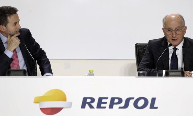 El consejero delegado de Repsol, Josu Jon Imaz, junto a su presidente, Antonio Brufau.