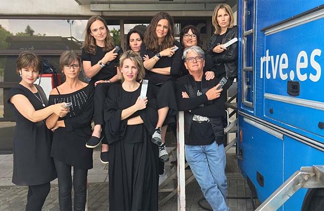 Trabajadoras de RTVE, vestidas de negro en apoyo a la protesta de los...