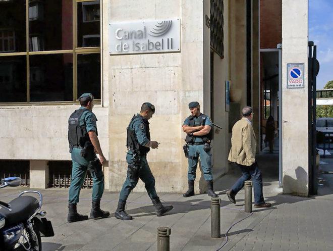 La Guardia Civil registra la sede del Canal de Isabel II