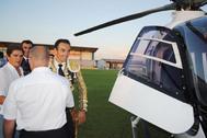 El Cid sube al helicóptero en el campo del Recreativo de Huelva.