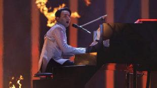El representante de Ucrania, Melovin, interpreta el tema 'Under The...