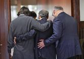 Quim Torra (centro), acompañado de Francesc de Dalmases (izquierda) y...
