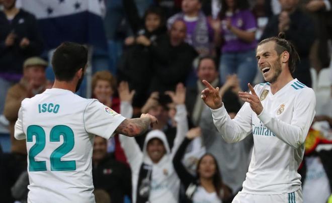 Isco y Bale celebran uno de los goles al Celta en el Bernabéu.