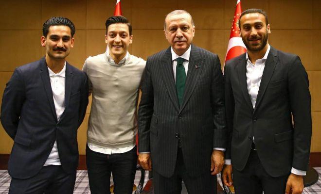 La foto en la que Özil y Gündogan se dejaron
