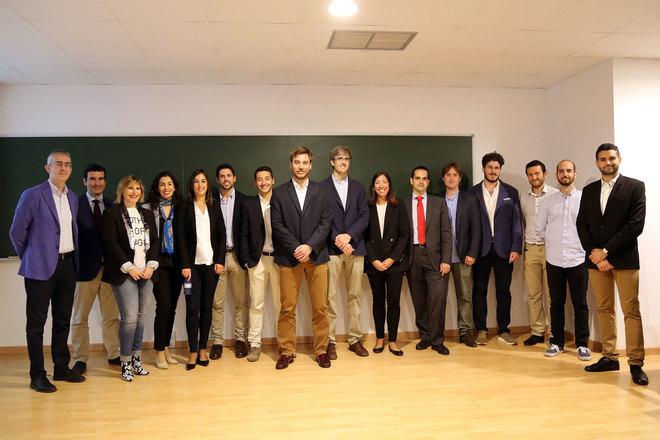 """Profesionales y estudiantes que participan en la I Jornada Universidad- Empresa """"Espetos Industriales""""."""