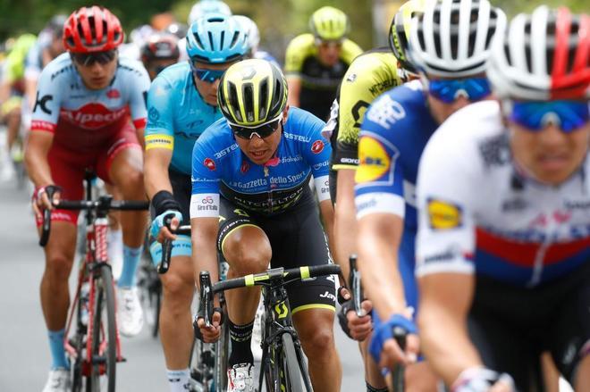 Esteban Chaves (C), durante la décima etapa del Giro.
