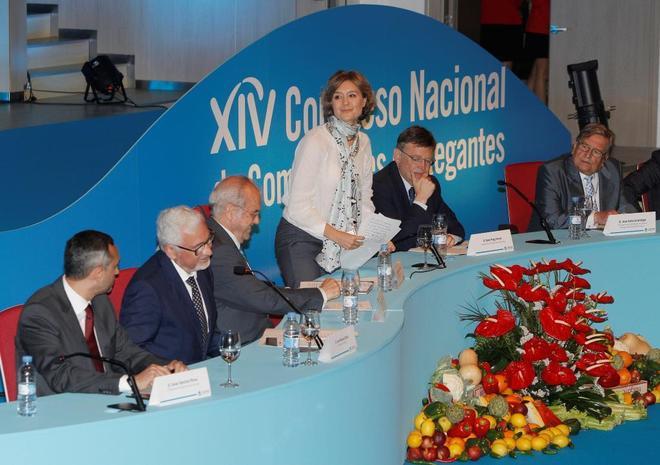 La ministra Isabel García Tejerina, poco antes de inaugurar el Congreso, junto al presidente de la Generalitat Ximo Puig.