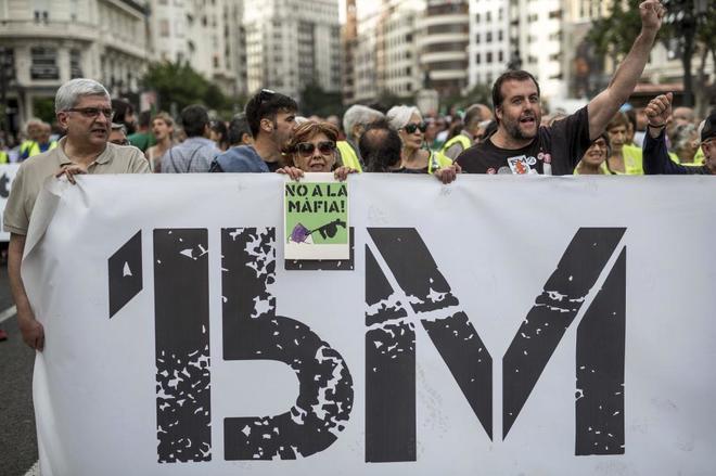 Manifestación en recuerdo del 15M por las calles de Valencia