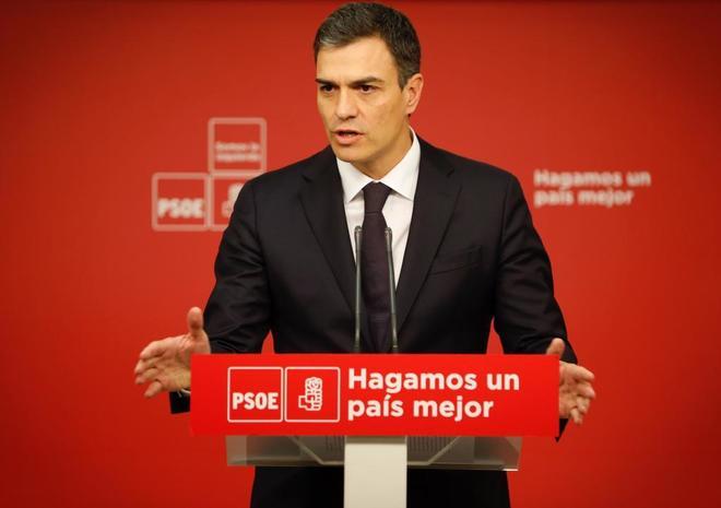Pedro Sánchez, ayer, en la sede del PSOE, tras su reunión con...