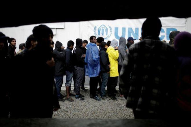 Grecia aprueba un proyecto de ley para aliviar la superpoblación en los campamentos de refugiados