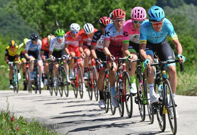 El pelotón del Giro, durante la décima etapa.