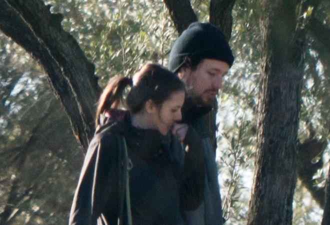 Pablo Iglesias e Irene Montero, hace unos días paseando por el campo...