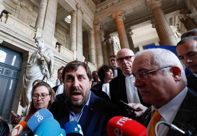 Los ex consejeros Meritxell Serret, Antoni Comín y Lluís Puig, en la...
