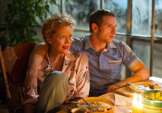 El realizador británico dirige a Annette Benning y Jamie Bell