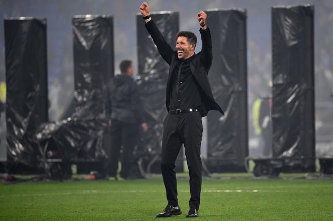 Diego Simeone celebra la victoria en la final de la Europa League.