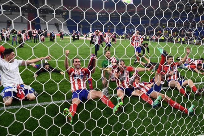 Los jugadores del Atlético celebran el triunfo ante el Marsella en Lyon.