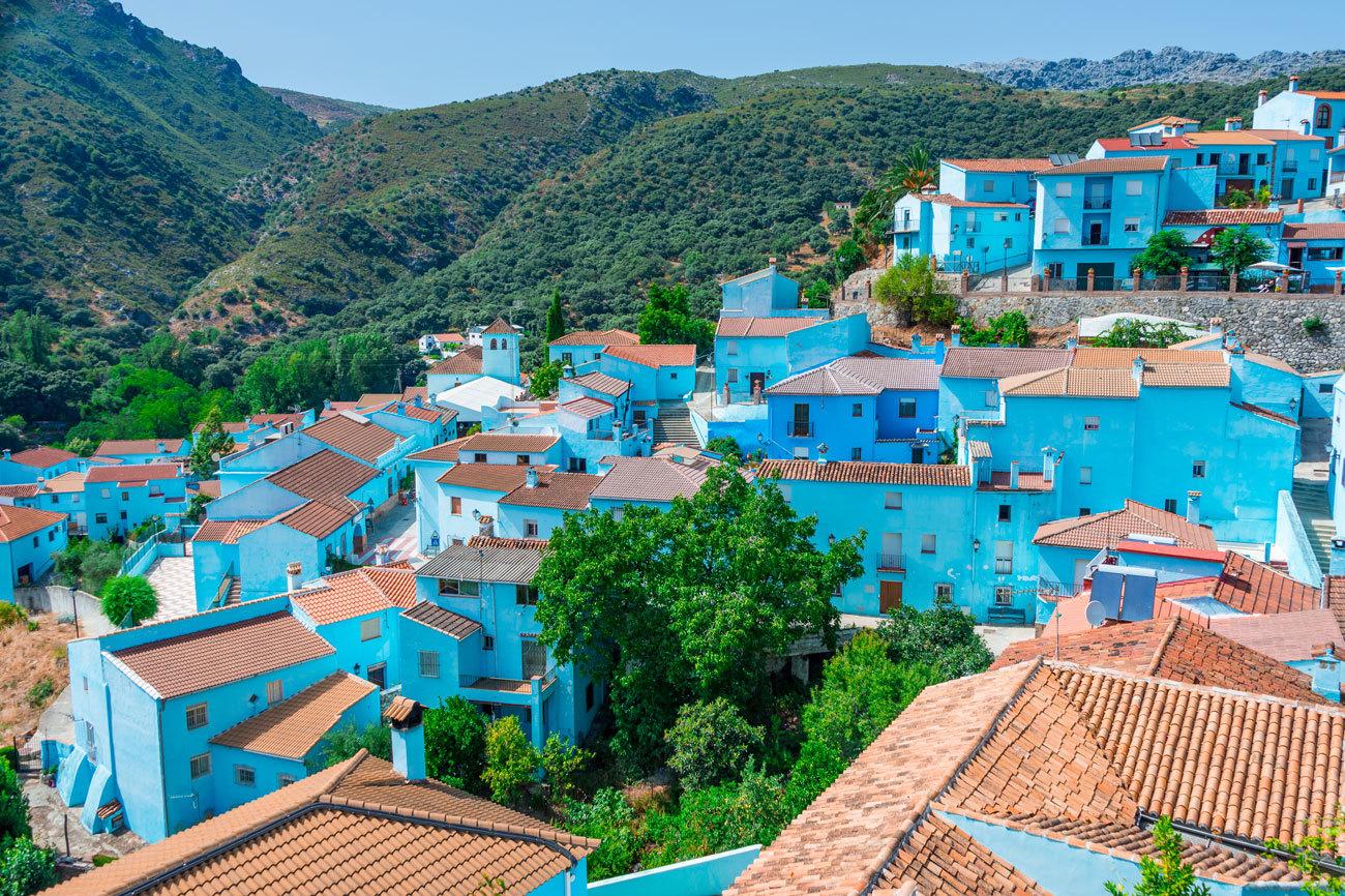 Un municipio de 228  habitantes que luce un azul eléctrico en todas...
