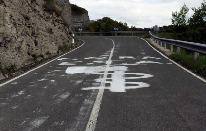 Pintadas a favor de ETA en una carretera en la provincia de Álava