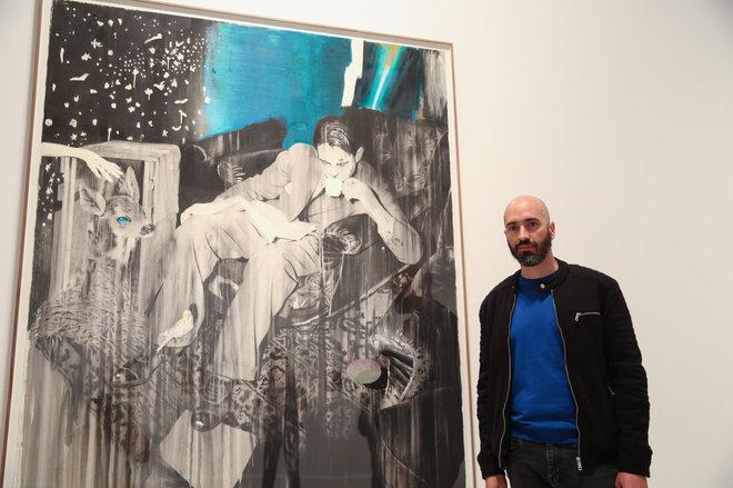José Luis Puche, junto a una de sus obras expuestas en el Centro de Arte Contemporáneo de Málaga.
