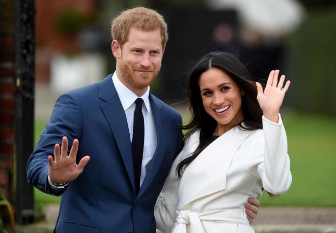 FA0021. WINDSOR (REINO UNIDO), 18/05/2018.- Fotografía de archivo fechada el 27 de noviembre de 2017 que muestra al príncipe Enrique de Inglaterra (i) y a la estadounidense Meghan Markle, durante el anuncio de su compromiso en Londres, Reino Unido. La boda entre príncipe Enrique su prometida se celebrará mañana, 19 de mayo de 2018, en el castillo de Windsor, a las afueras de la capital británica. EFE/ Facundo Arrizabalaga
