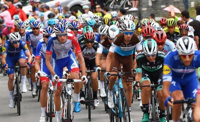 El pelotón del Giro, durante la decimotercera etapa.