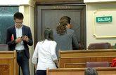 Pablo Iglesias e Irene Montero abandonan el hemiciclo del Congreso