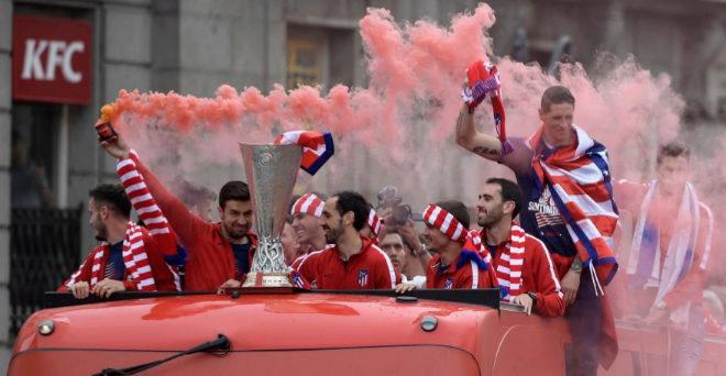 Los jugadores del Atlético de Madrid, en la celebración de la Europa League en Madrid.