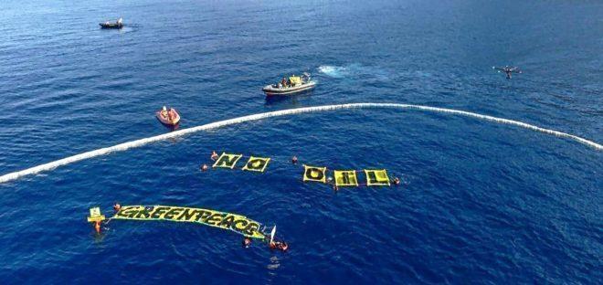 Acción de la organización ecologista Greenpeace en la isla de Ibiza contra los proyectos petrolíferos.