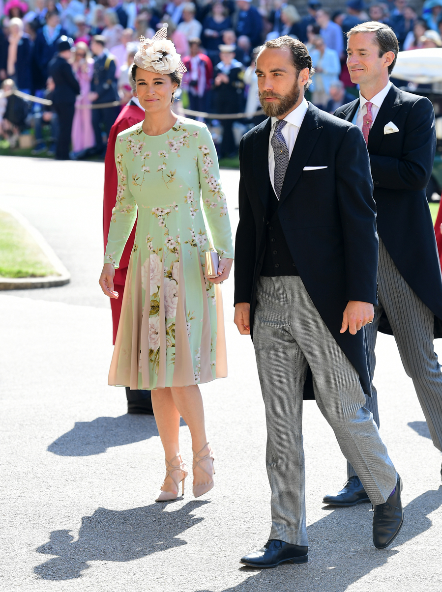 Pippa ha lucido embarazo con un vestido en verde menta con estampado floral y falda plisada en contraste con rosa pastel.