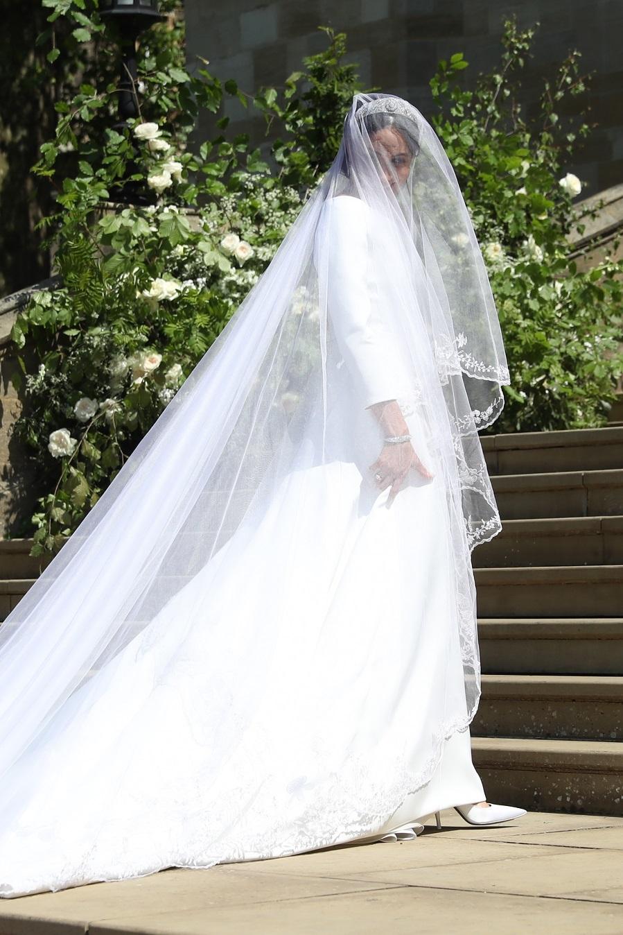 Acusan A La Diseñadora Del Vestido De Novia De Meghan Markle