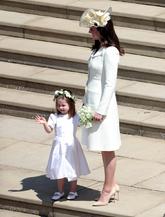Kate Middleton ha escogido un vestido-abrigo en amarillo pálido de...