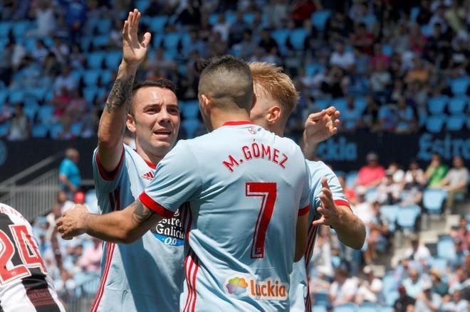 Iago Aspas, Maxi Gómez y Daniel Wass celebran uno de los goles del Celta ante el Levante.