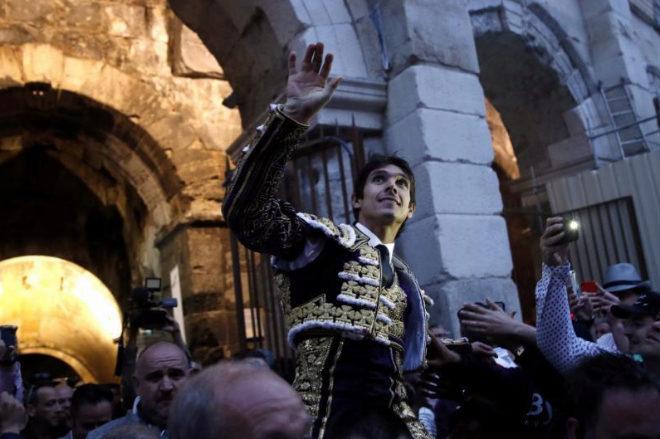 Castella abrió la Puerta de los Cónsules tras cortar cuatro orejas