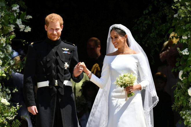 Meghan Markle y el príncipe Harry a la salida de la capilla de San Jorge.