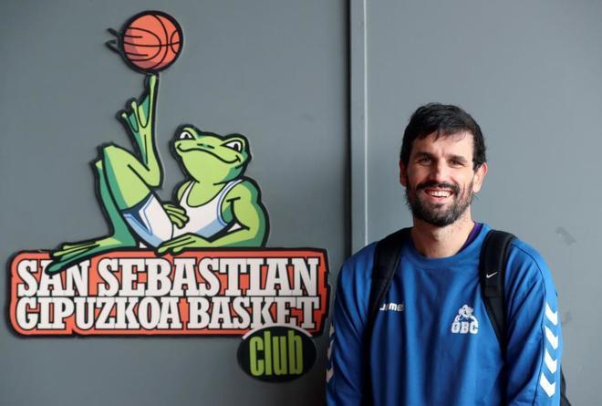 La hazaña de Asier de la Iglesia: jugar en ACB con esclerosis múltiple