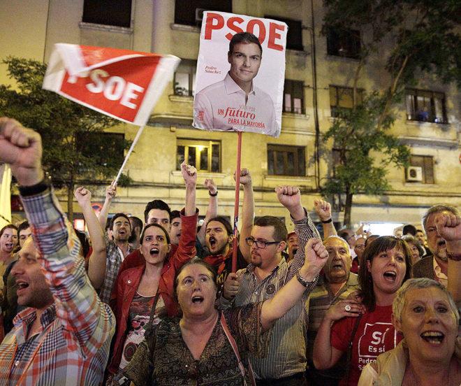Seguidores de Pedro Sánchez celebran su nombramiento como secretario general del PSOE