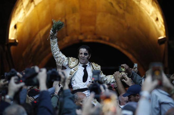 Padilla abrió su última Puerta de los Cónsules tras cortar tres orejas a la corrida de Cuvillo