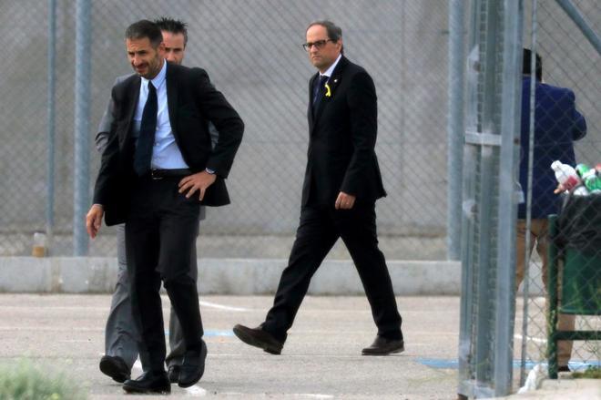 El presidente catalán, Quin Torra, a su llegada a la cárcel de Estremera.