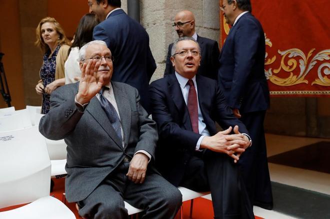 Sólo Joaquín Leguina y Alberto Ruiz-Gallardón acuden a un acto