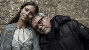 La actriz Michelle Jenner y el director de 'Isabel' y 'La catedral del...