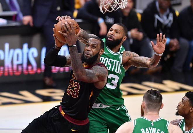 LeBron James, durante el partido contra los Celtics de Boston.