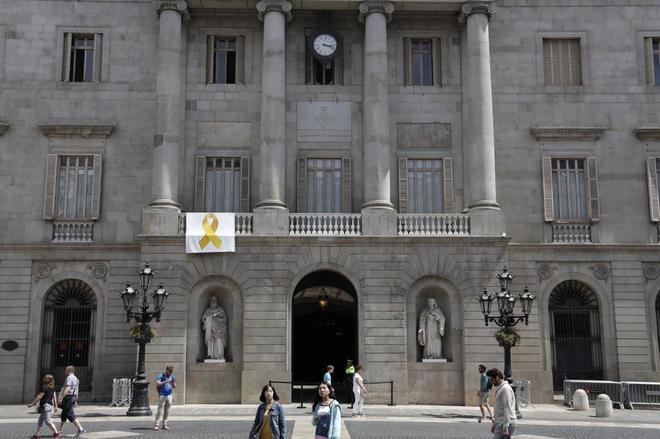 Fachada principal del Ayuntamiento de Barcelona en la plaza Sant Jaume.