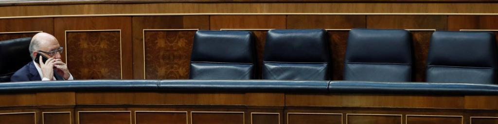 Cristóbal Montoro, en su escaño durante el debate de los...