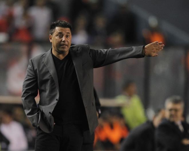 Antonio Mohamed dirigiendo a su ex equipo Independiente de Argentina.