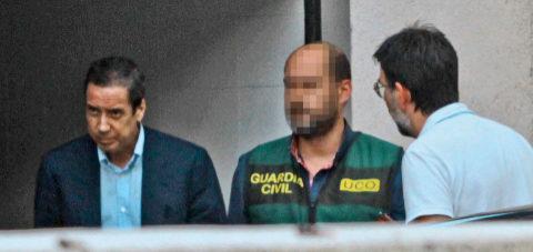 Zaplana, tras ser detenido por la Guardia Civil.