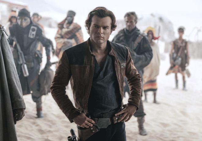 El actor estadounidense Alden Ehrenreich interpreta a Han Solo en la...