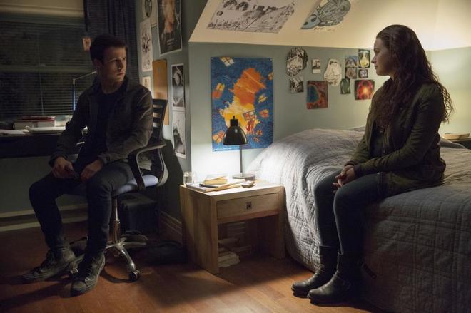 Los actores Dylan Minnette (Clay) y Katherine Langford (Hannah), en la...