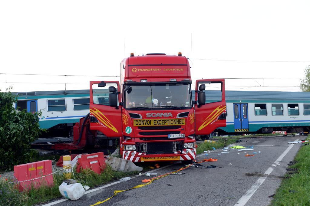 El tren impactó contra un camión que se encontraba en un paso a...